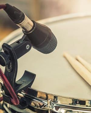 CUAL ES EL MEJOR MICROFONO PARA GRABAR LA CAJA DE LA BATERIA los mejores microfonos 2020