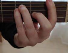 acorde con cejilla en primer traste guitarra Fa mayor